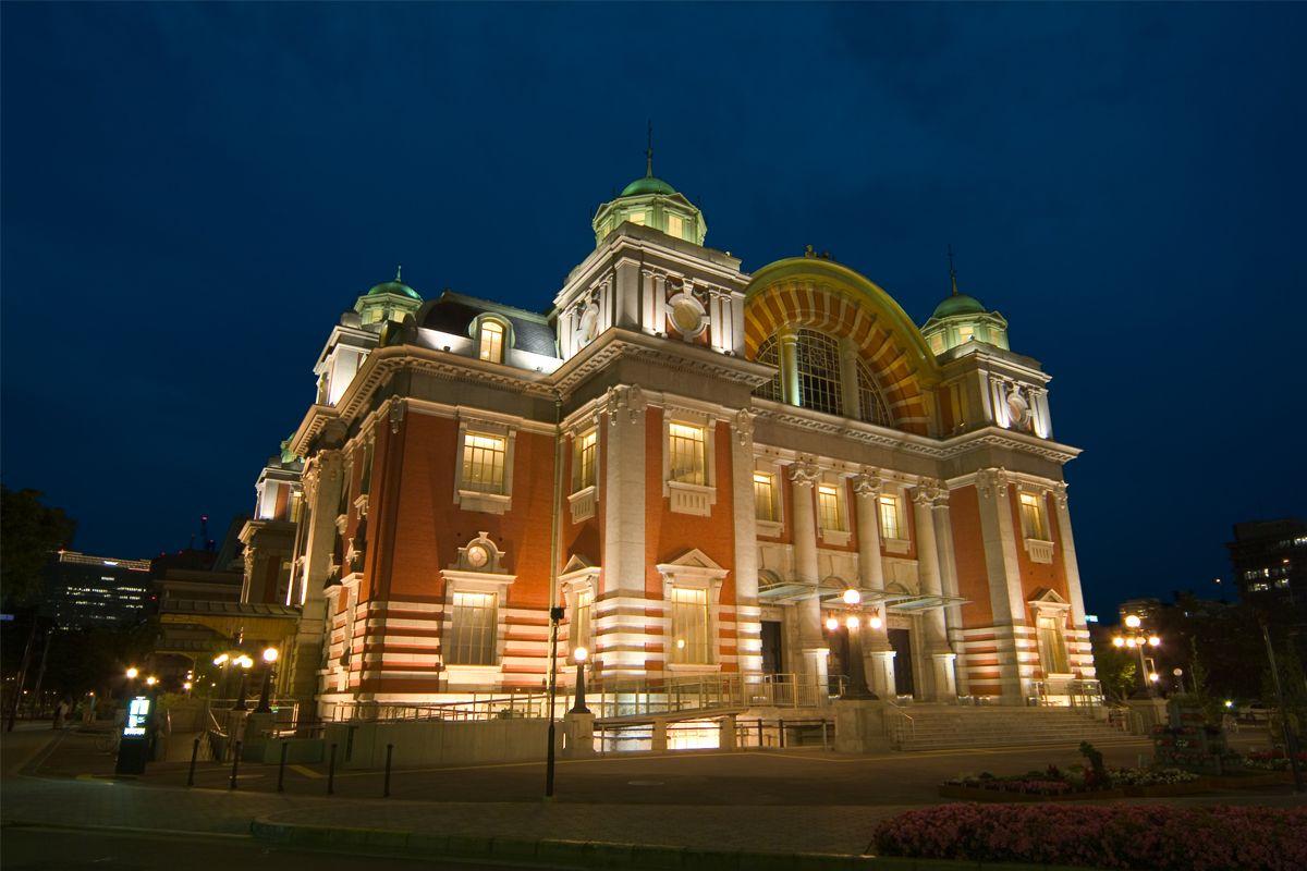 Центральный зал общественных собраний Осаки, одно из немногих сооружений такого рода в Японии. В 2002 году получил статус важного культурного достояния нации (©Бюро туризма и конференций Осаки)