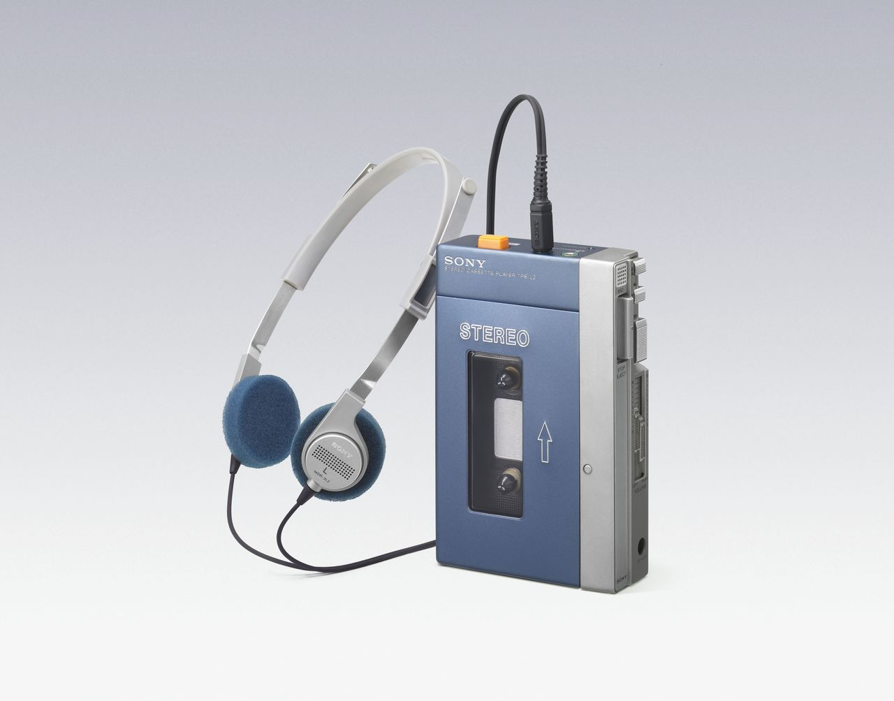 Первый Walkman TPS-L2 стоил 33 000 йен