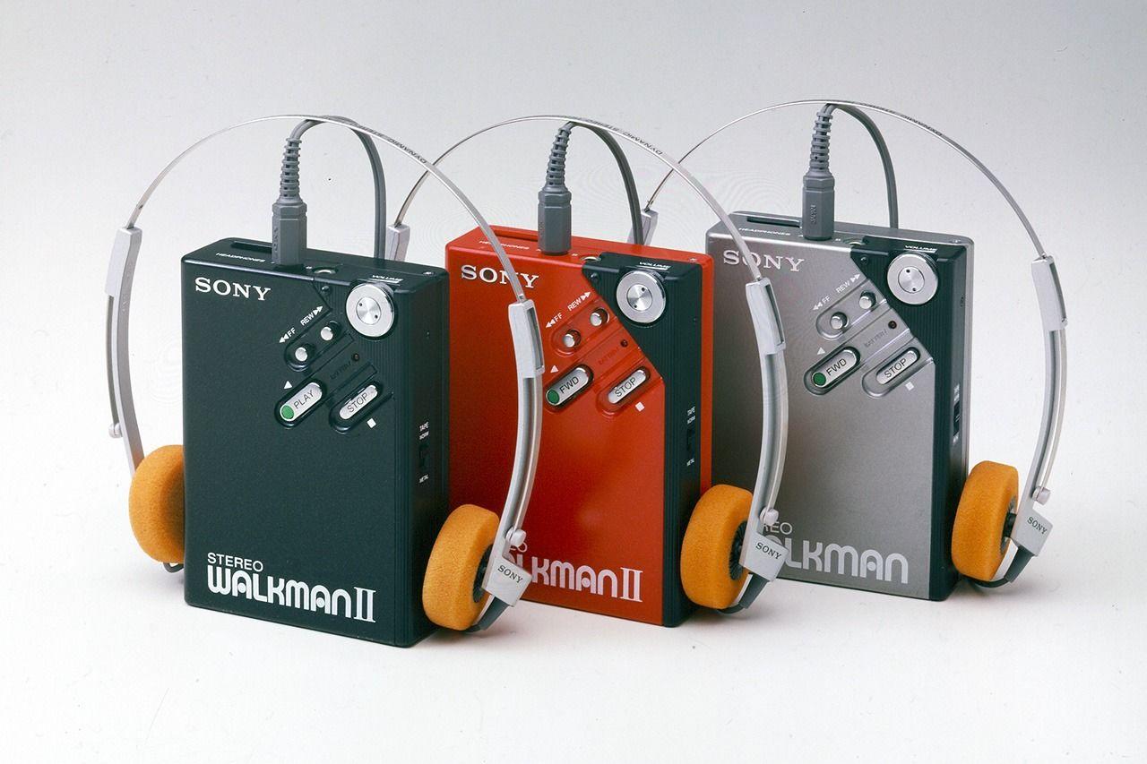 Дальнейшему распространению плейеров Walkman поспособствовала модель WM-2 (поступила в продажу в 1981 году)