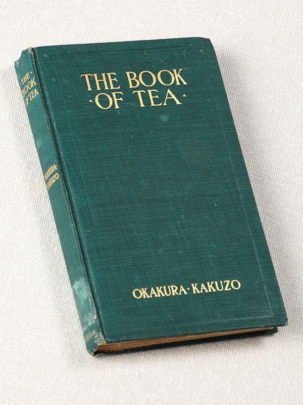Первое издание «Книги чая», изданное в «Фокс Даффилд» в 1906 г. (Фотография предоставлена Университетом Ибараки)