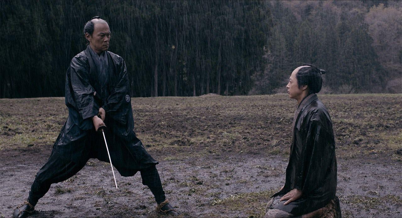 Ниномия сталкивается со своим заклятым врагом, самурайским бюрократом Тойотой Сёсаку (© Производственный комитет фильма «Ниномия Киндзиро»)