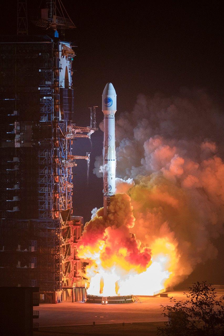 Запуск спутника китайской системы глобального позиционирования «Бэйдоу» 19ноября 2018года скосмодрома Сичан (фотография предоставлена «Синьхуа»/Aflo)