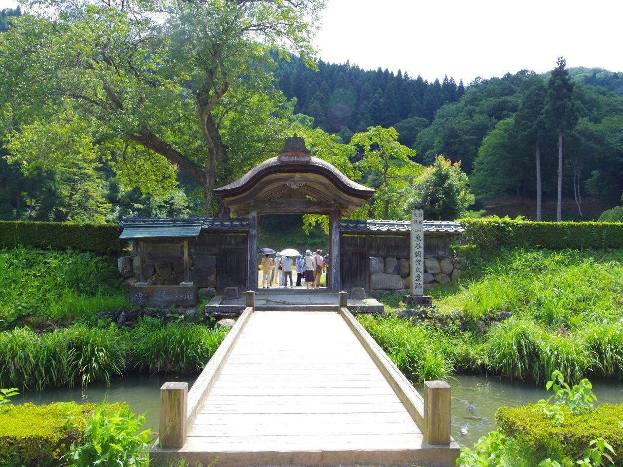 Руины замка Итидзёдани Асакура в префектуре Фукуи