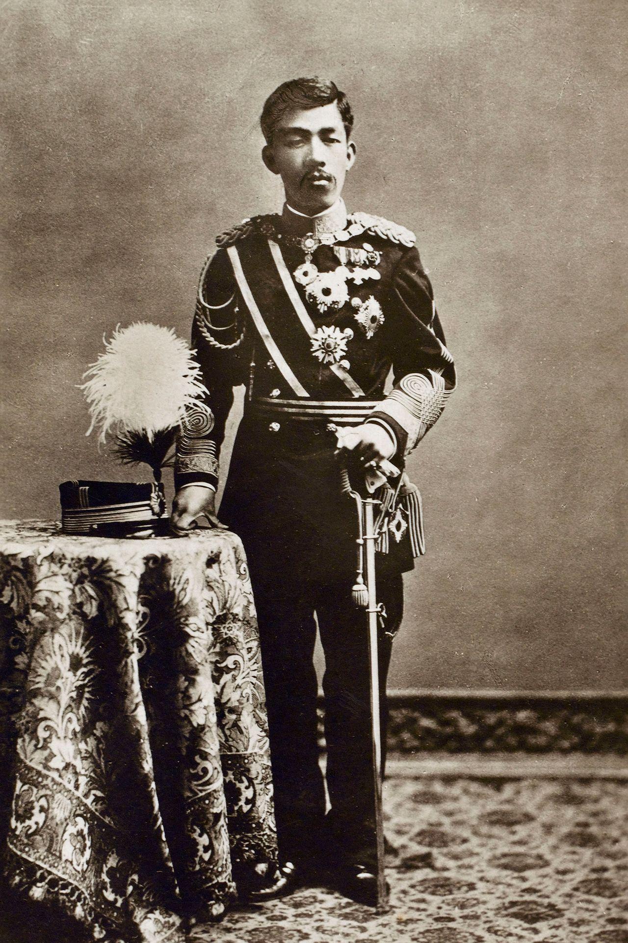 Наследный принц Ёсихито (император Тайсё) около 1908 г. (© Библиотека изображений Мэри Эванс / Aflo)