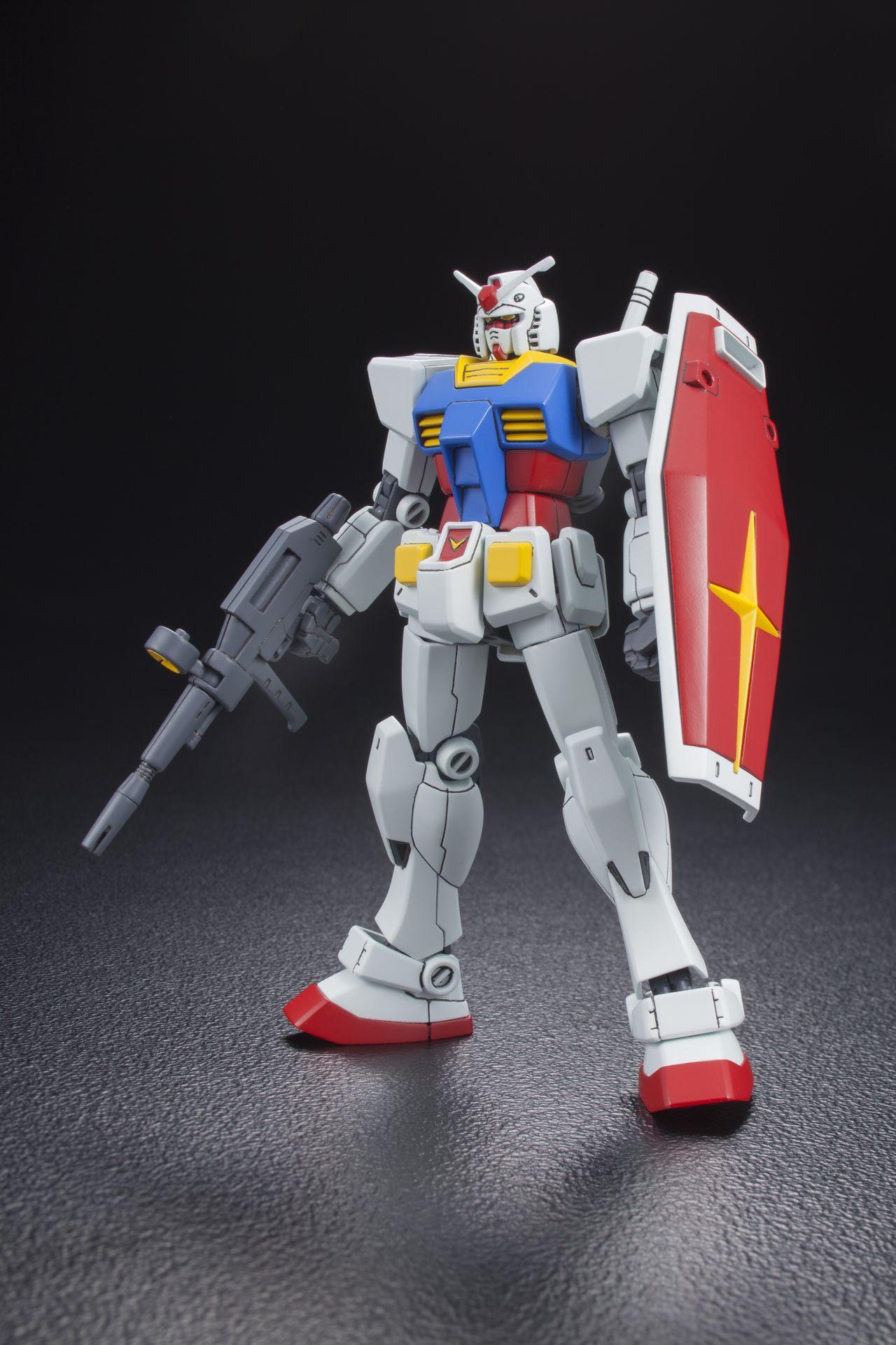 Модель «Гандам HGUC1/144 RX-78-2», выпущенная в честь 35-летней годовщины появления пластиковой фигурки (производитель Bandai, фото Jiji Press).