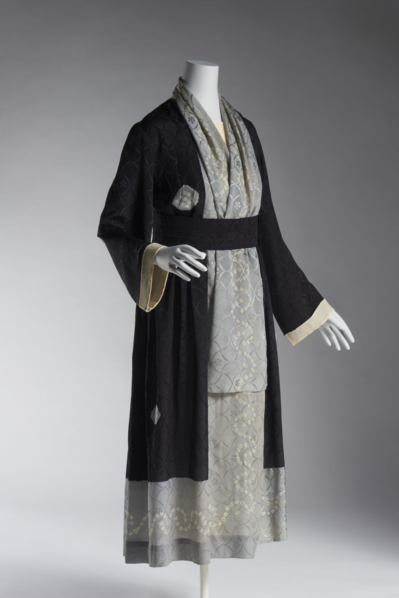Платье Поля Пуаре, 1920-е годы. Фото Хаяси Масаюки. (© Киотский институт костюма)