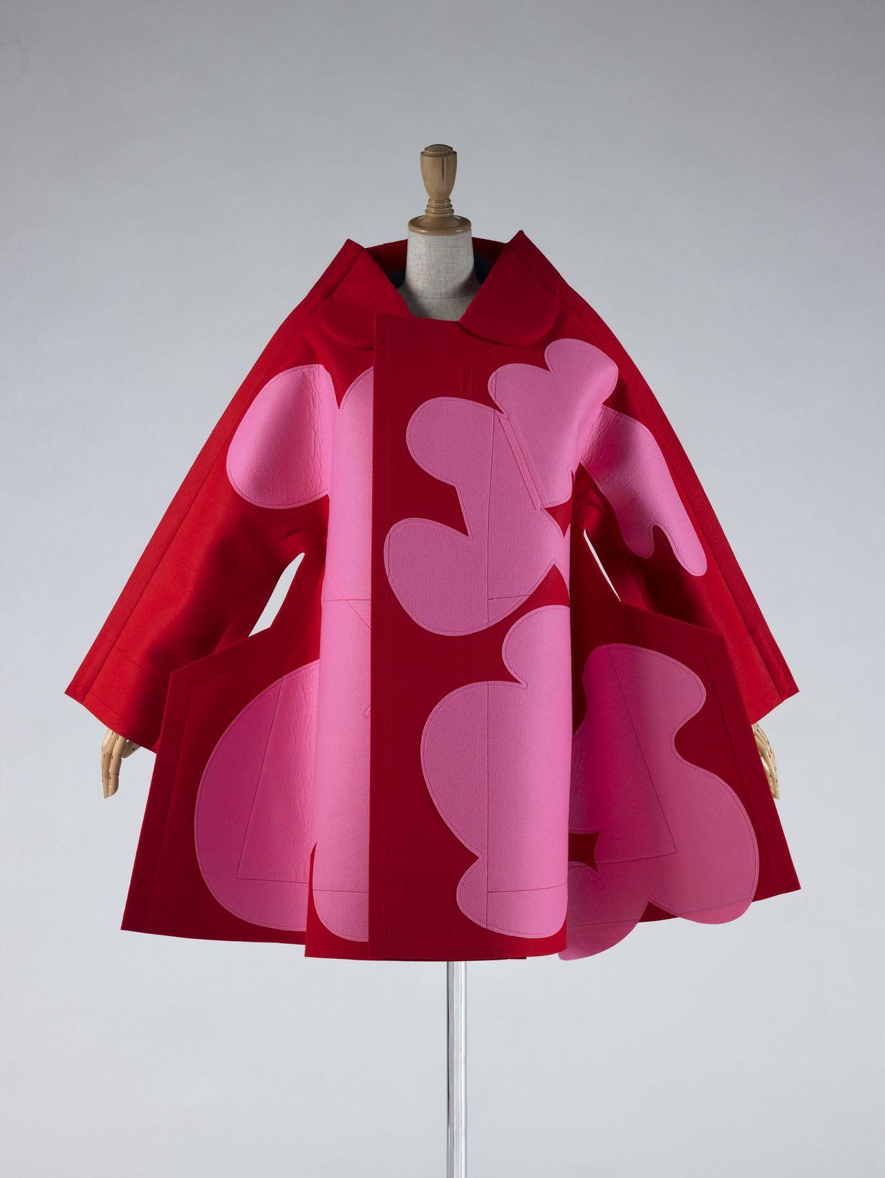 Пальто от Comme des Garçons (Рэй Кавакубо), осень / зима 2012. Фото Хаяси Масаюки (© Киотский институт костюма)