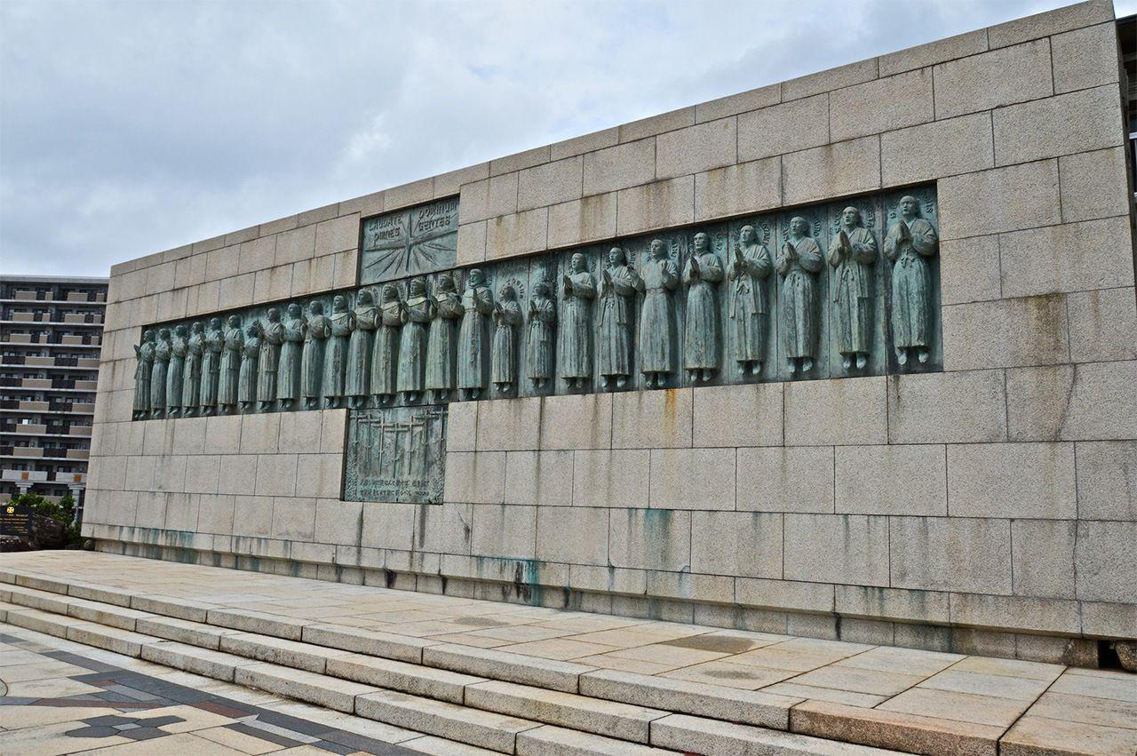 Памятник 26 мученикам в Нагасаки (PIXTA)