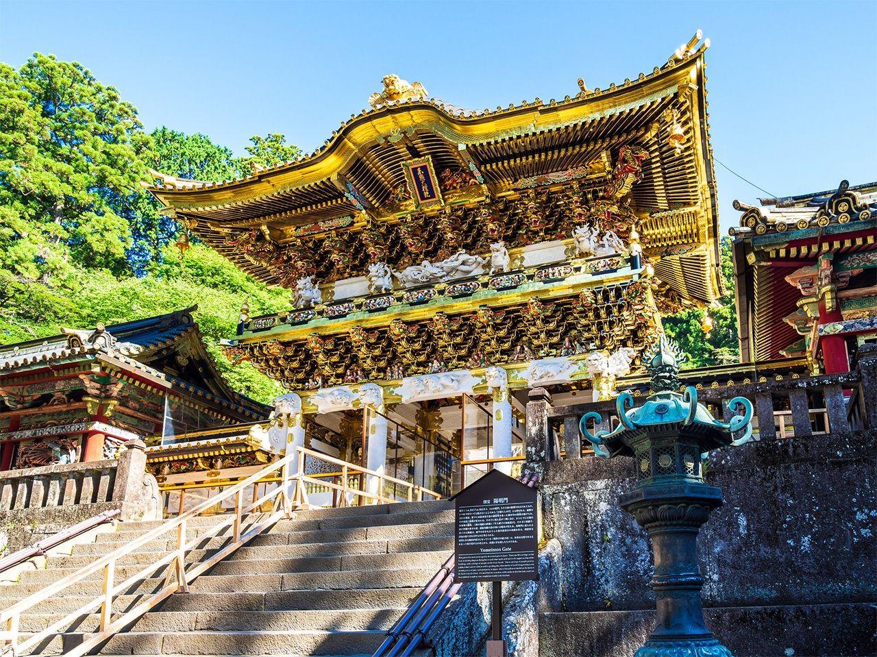 Святилище Никко Тосёгу, где почитается Токугава Иэясу. Ворота Ёмэймон, одна из самых знаменитых достопримечательностей Японии (PIXTA)