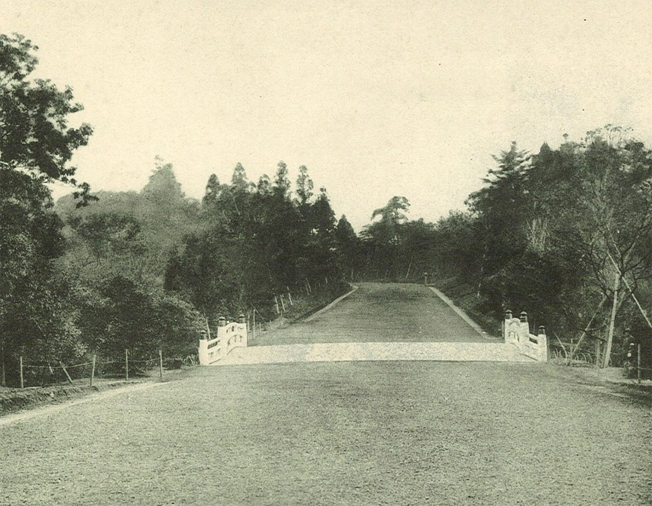 Территория возле моста Синкё, «Божественного моста», во время строительства святилища Мэйдзи-дзингу (фотография предоставлена святилищем Мэйдзи-дзингу)