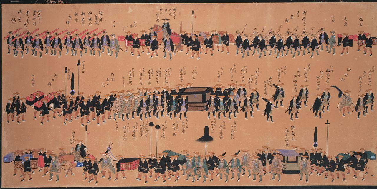 Картина изображает возвращение даймё княжества Цуяма после срока обязательного пребывания в Эдо; в том году владения княжества Цуяма увеличились вдвое, с 50 000 до 100 000коку. В паланкине – седьмой даймё Цуямы Мацудайра Наритака (Собрание Муниципального музея Цуямы)