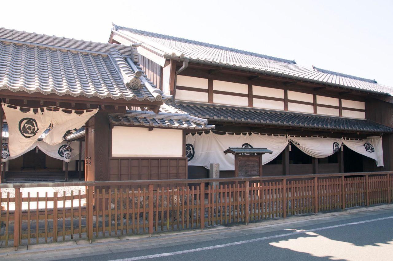 «Командный пункт» хондзин в постоялом городке Футагава-дзюку, реконструкция хондзин, которым управляла семья Баба, влиятельное семейство Футагава-дзюку, с 1807 по 1870 гг., здание и сейчас популярно как символ региона
