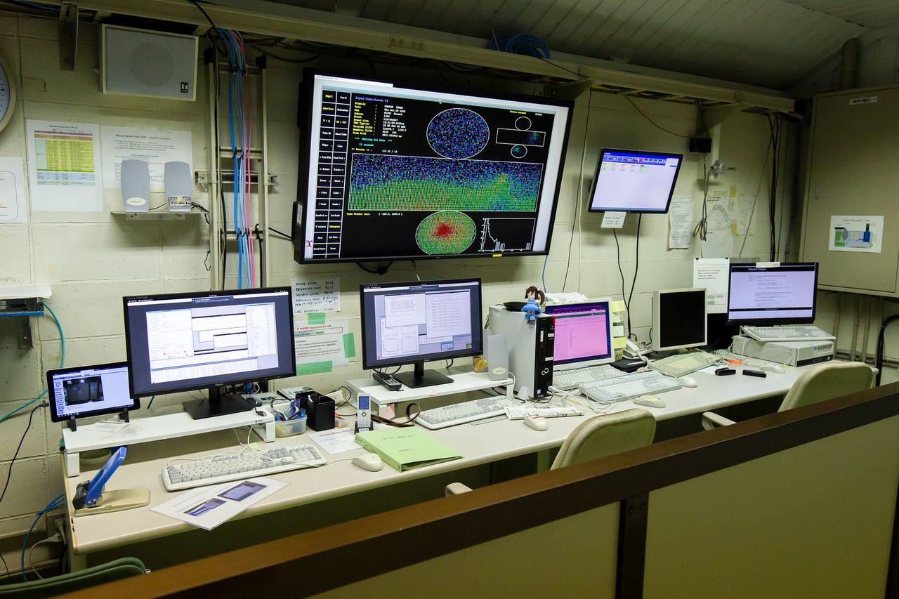Станция мониторинга происходящего на «Супер-К». Исследователи всего мира могут пользоваться ей с помощью удалённого доступа