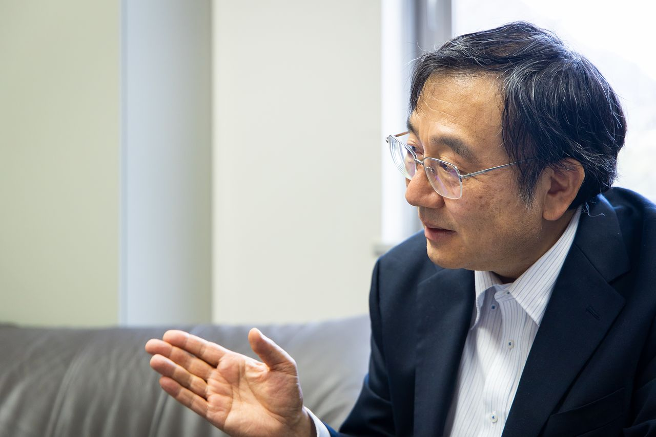 Профессор Накахата в нейтринной обсерватории «Камиока»