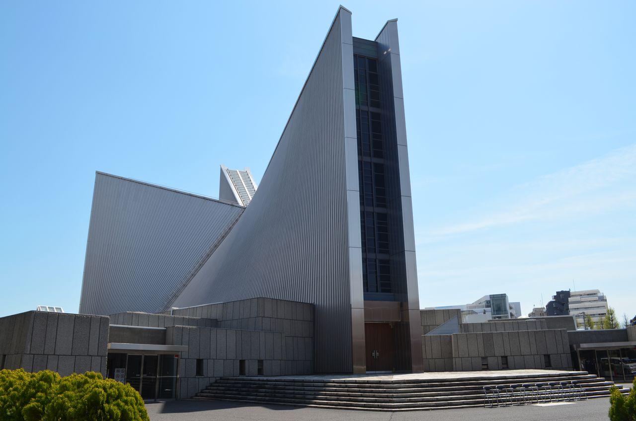 Собор Святой Марии в Токио (1964) – один из проектов, принесших Тангэ мировую славу. С высоты птичьего полёта здание напоминает крест