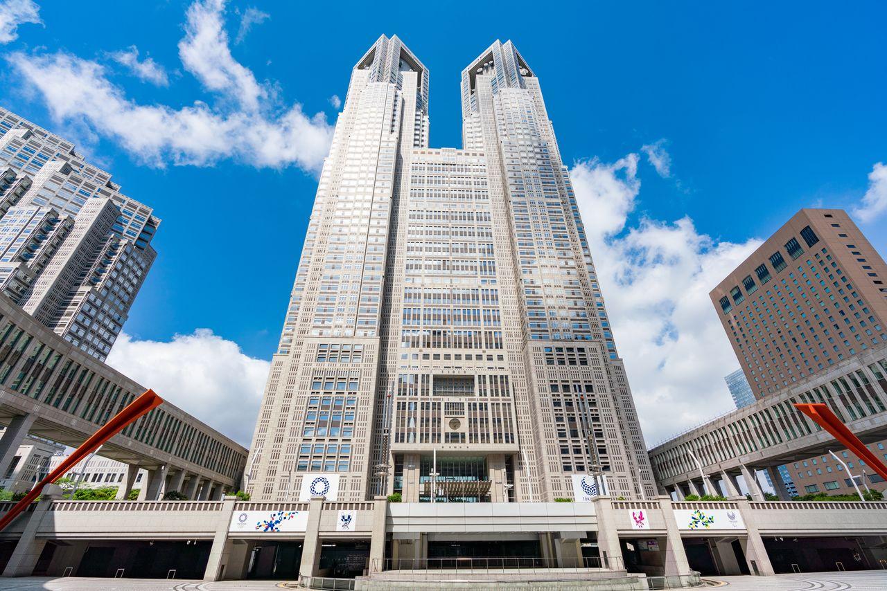 Башня Токийского муниципалитета (1991) – символ Токио как международного мегаполиса. Тангэ работал над этим проектов вместе с губернатором Токио Судзуки Синъити (1979-1995) (© Pixta)