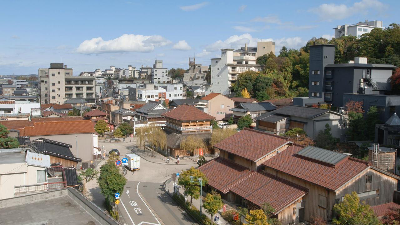 Улицы вокруг источников Ямасиро; в центре – Косою