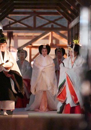 Императрица Масако перед исполнением ритуала Сукидэн кёсэн-но ги, раннее утро 15 ноября 2019 г.