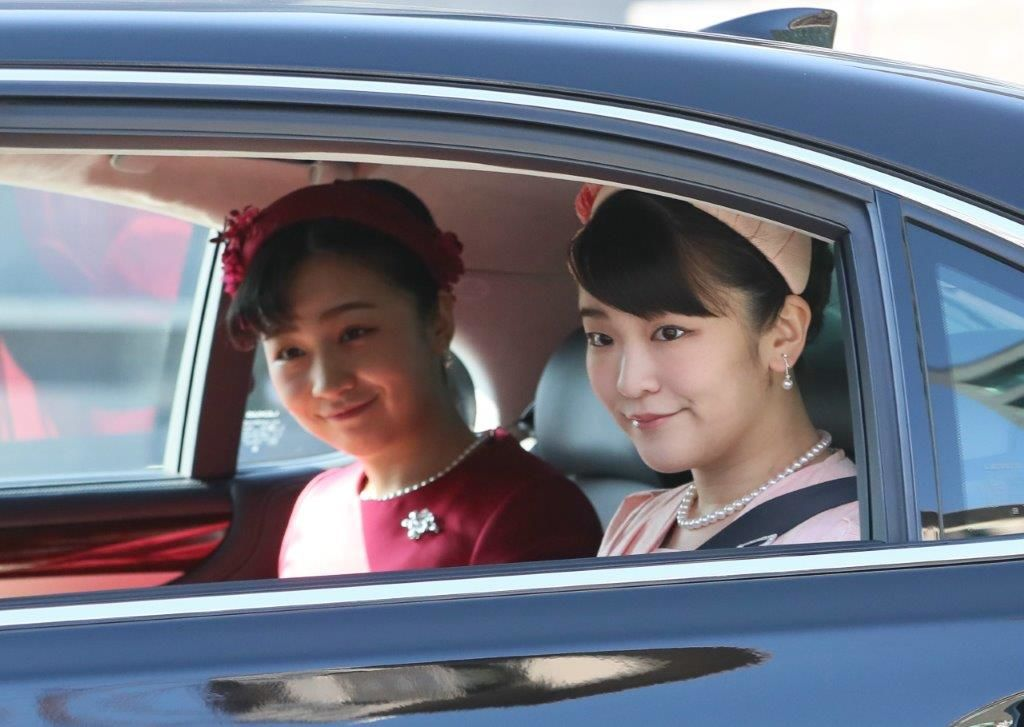 Принцессы Мако и Како въезжают в императорский дворец в день рождения императора, ворота Хандзомон, 23 февраля 2020 г. (Jiji Press)