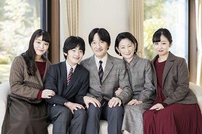 Семья принца Акисино в день рождения принца в 2020 г. (фотография с сайта Управления императорского двора)