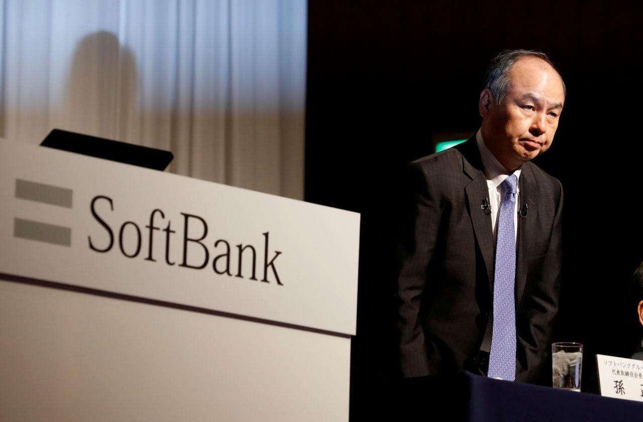 ФОТОГРАФИЯ: Генеральный директор SoftBank Group Corp Масаёси Сон на пресс-конференции в Токио, Япония, 5 ноября 2018 г. REUTERS / Kim Kyung-Hoon / File Photo