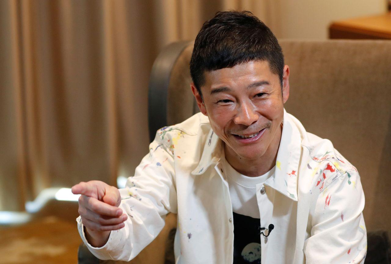 Японский миллиардер Маэдзава Юсаку во время интервью Reuters в Токио, Япония, 3 марта 2021 г. REUTERS / Kim Kyung-Hoon