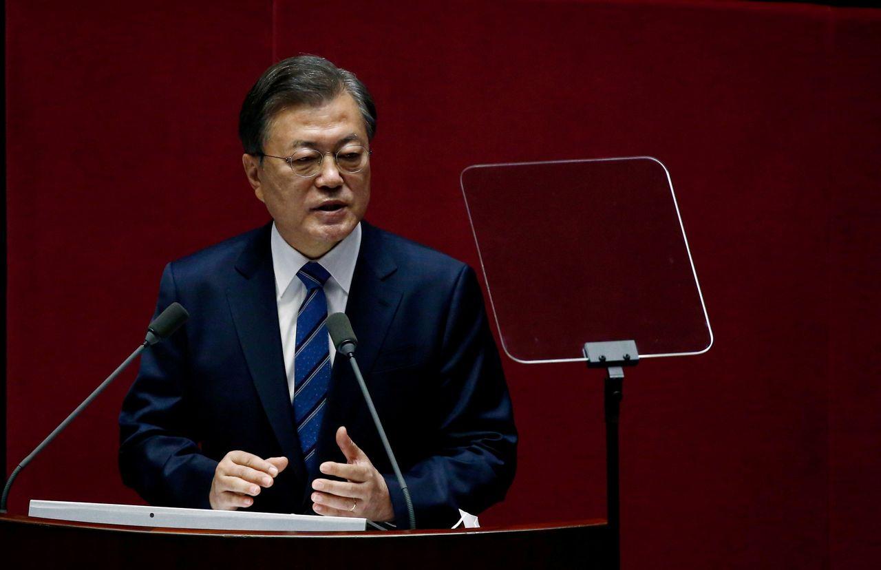 ФОТОГРАФИЯ: Президент Южной Кореи Мун Чжэ Ин выступает в Национальном собрании в Сеуле, Южная Корея, 28 октября 2020 г. Чон Хон-Кюн/REUTERS /фото из архива