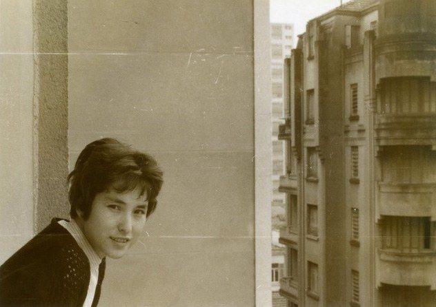 В 1959 году Кадоно вместе с мужем переезжает в Бразилию. Фото в квартире в Сан-Пауло, округ Гуянасис, дом 609