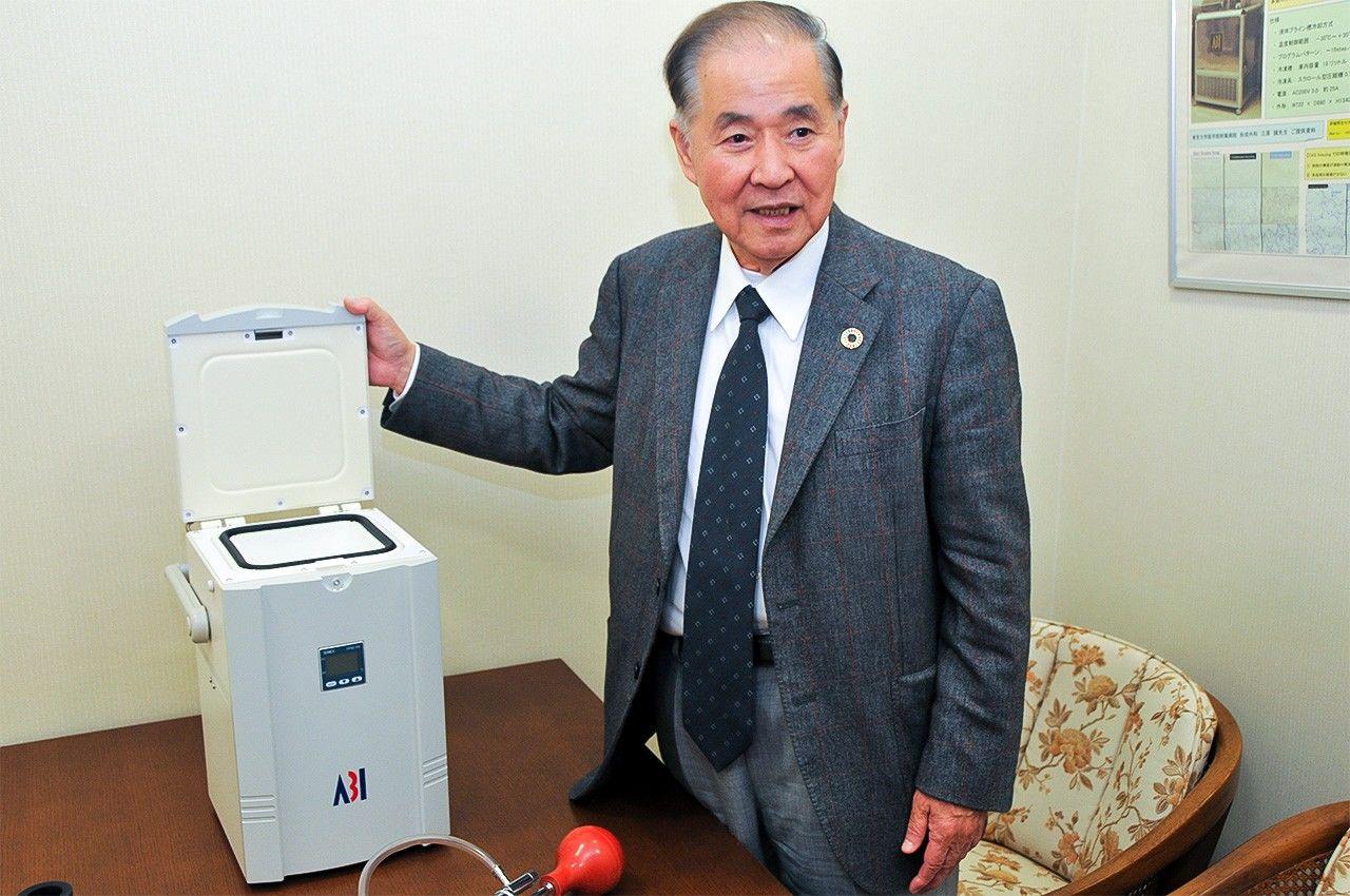 Устройство LAB-1 использует технологию CAS, чтобы поддерживать клетки для медицинских исследований в живом состоянии